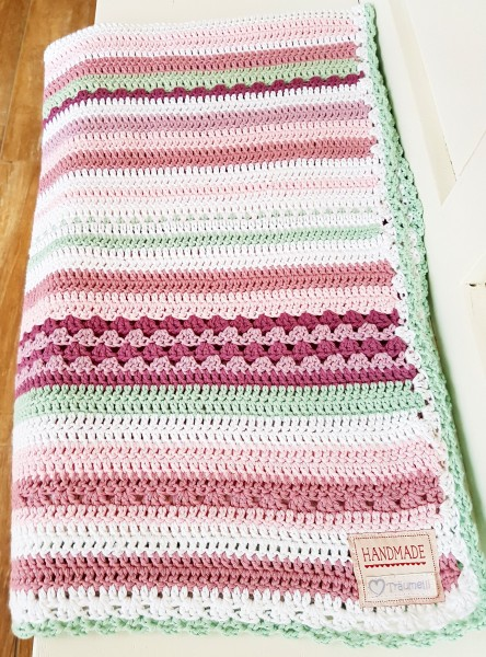 Schöne Sommer - Häkeldecke aus weichem Baumwollgarn in Pastell