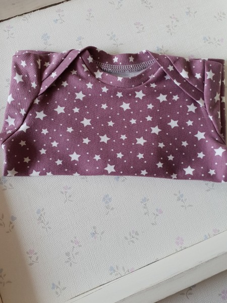 Baby Shirt aus Bio Jersey lila Sterne